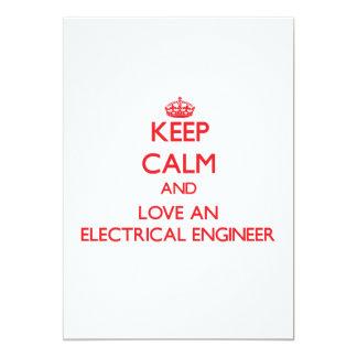 """Guarde la calma y ame a un ingeniero eléctrico invitación 5"""" x 7"""""""