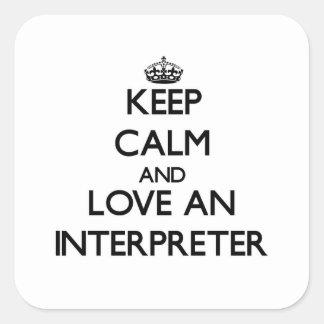 Guarde la calma y ame a un intérprete calcomanía cuadrada
