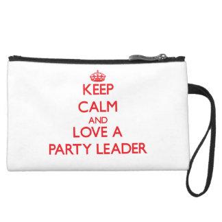 Guarde la calma y ame a un líder de fiesta