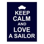 Guarde la calma y ame a un marinero tarjeta postal