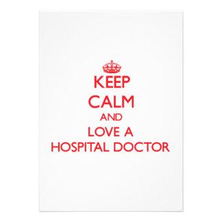 Guarde la calma y ame a un médico de hospital invitacion personalizada