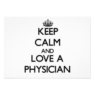 Guarde la calma y ame a un médico invitación personalizada