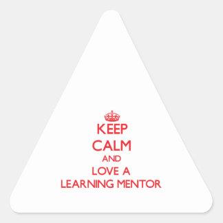 Guarde la calma y ame a un mentor de aprendizaje calcomania trianguloada