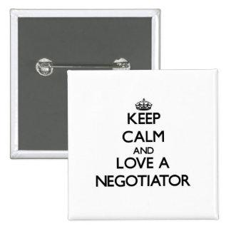 Guarde la calma y ame a un negociador chapa cuadrada 5 cm