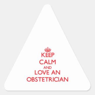 Guarde la calma y ame a un obstétrico calcomanía de triangulo personalizadas