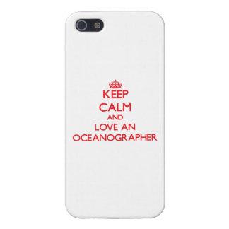 Guarde la calma y ame a un oceanógrafo iPhone 5 carcasas
