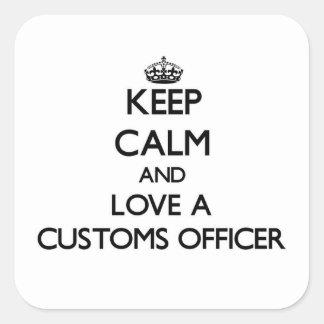 Guarde la calma y ame a un oficial de aduanas calcomanía cuadrada