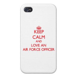 Guarde la calma y ame a un oficial de fuerza aérea iPhone 4 carcasas