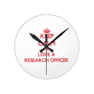 Guarde la calma y ame a un oficial de la investiga reloj