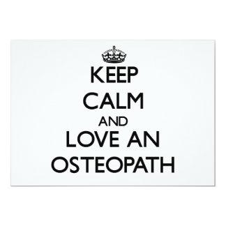 Guarde la calma y ame a un osteópata invitacion personalizada
