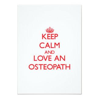 Guarde la calma y ame a un osteópata invitaciones personales