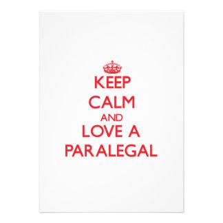 Guarde la calma y ame a un Paralegal Invitacion Personalizada