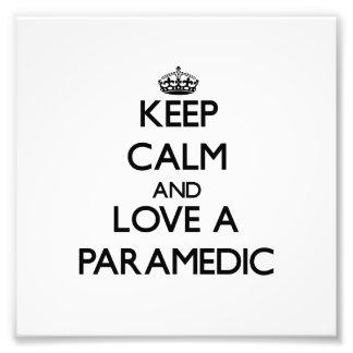 Guarde la calma y ame a un paramédico impresion fotografica