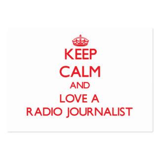 Guarde la calma y ame a un periodista de radio plantilla de tarjeta de visita