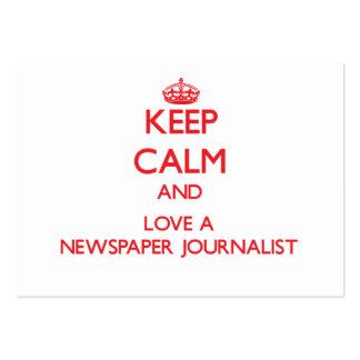 Guarde la calma y ame a un periodista del periódic tarjeta personal