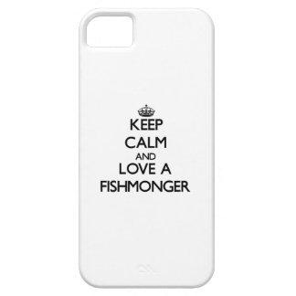 Guarde la calma y ame a un pescadero iPhone 5 carcasas