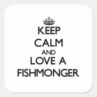 Guarde la calma y ame a un pescadero pegatina cuadrada