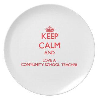 Guarde la calma y ame a un profesor de escuela de platos