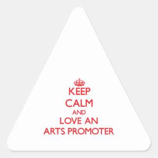 Guarde la calma y ame a un promotor de los artes pegatina triangulo