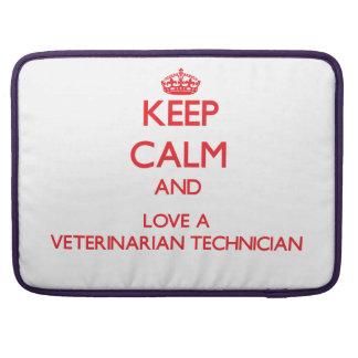 Guarde la calma y ame a un técnico veterinario funda para macbook pro