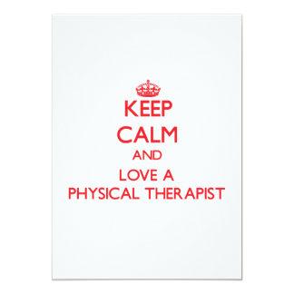 Guarde la calma y ame a un terapeuta físico invitación personalizada