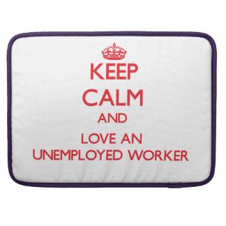 Guarde la calma y ame a un trabajador parado fundas para macbook pro