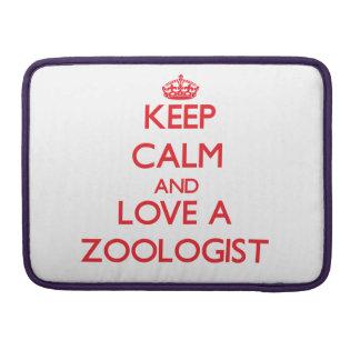 Guarde la calma y ame a un zoologista fundas para macbook pro
