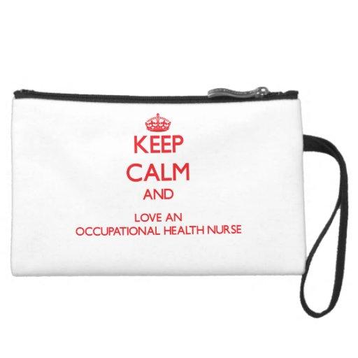 Guarde la calma y ame a una enfermera de medicina