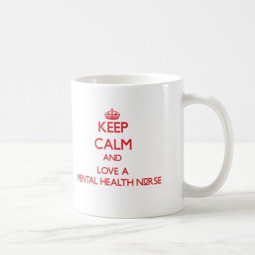 Guarde la calma y ame a una enfermera de salud men taza básica blanca