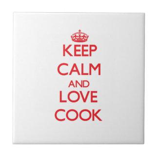 Guarde la calma y ame al cocinero teja cerámica