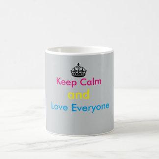 Guarde la calma y ame cada uno taza básica blanca