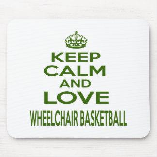 Guarde la calma y ame el baloncesto de silla de alfombrillas de raton