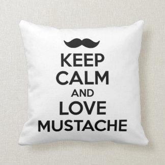 Guarde la calma y ame el bigote almohadas