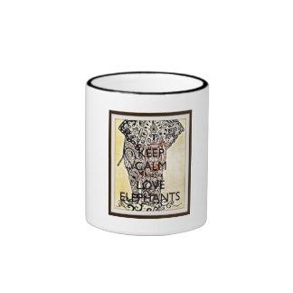 Guarde la calma y ame el café de los elefantes/la taza de dos colores