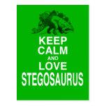 Guarde la calma y ame el diseño del dinosaurio del tarjetas postales