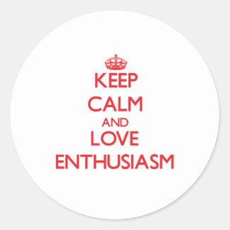 Guarde la calma y ame el entusiasmo pegatinas redondas