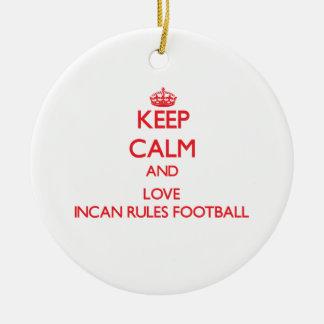 Guarde la calma y ame el fútbol Incan de las Adorno Redondo De Cerámica