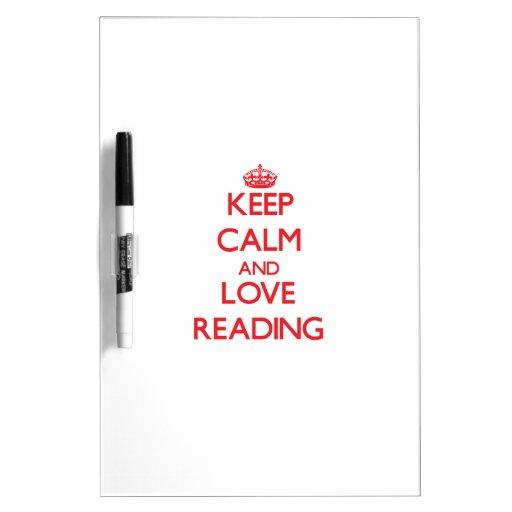 Guarde la calma y ame el leer pizarra blanca