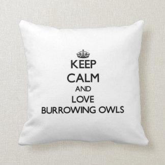 Guarde la calma y ame el madriguera de búhos cojin