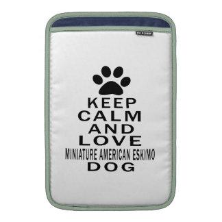 Guarde la calma y ame el perro ESQUIMAL AMERICANO  Fundas MacBook