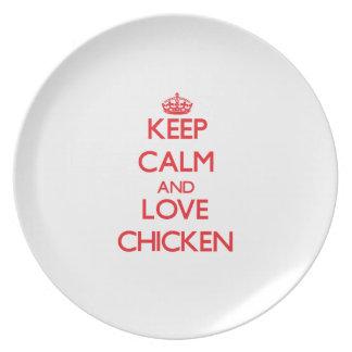 Guarde la calma y ame el pollo platos para fiestas