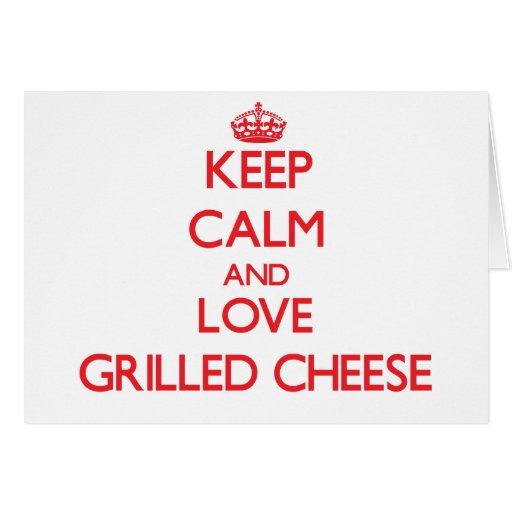 Guarde la calma y ame el queso asado a la parrilla felicitaciones