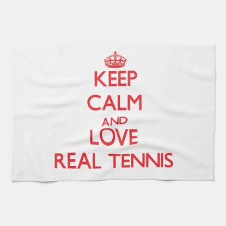 Guarde la calma y ame el tenis real toalla de mano