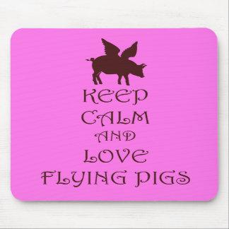 Guarde la calma y ame el volar de los cerdos rosad alfombrilla de raton
