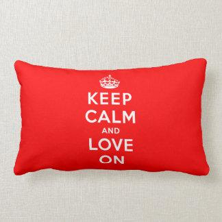Guarde la calma y ame encendido almohadas