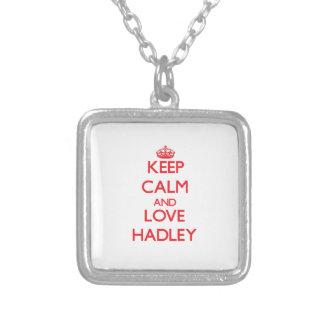 Guarde la calma y ame Hadley Collar Plateado