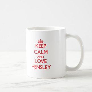 Guarde la calma y ame Hensley Taza Básica Blanca