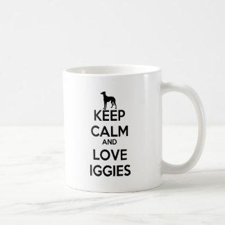 Guarde la calma y ame Iggies Taza Básica Blanca