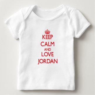 Guarde la calma y ame Jordania Playera De Bebé