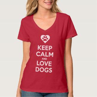 Guarde la calma y ame la camisa de los perros